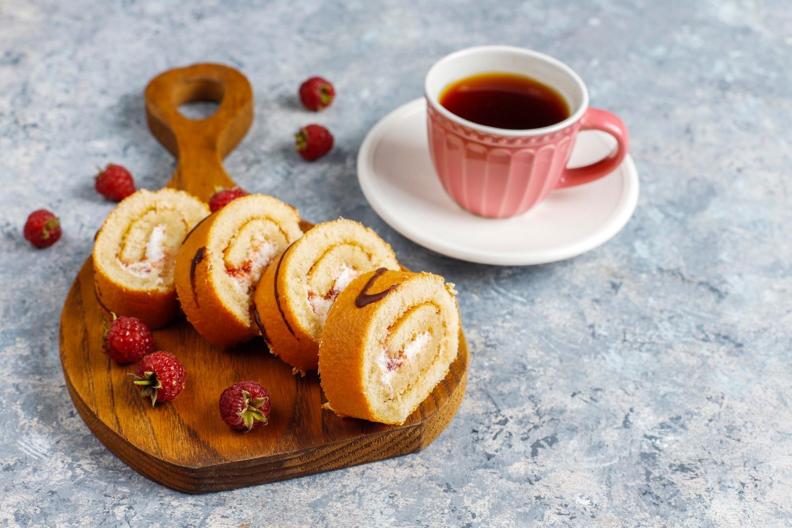 Pasta severlere vazgeçilmez bir lezzet olan muzlu rulo pasta tarifi.