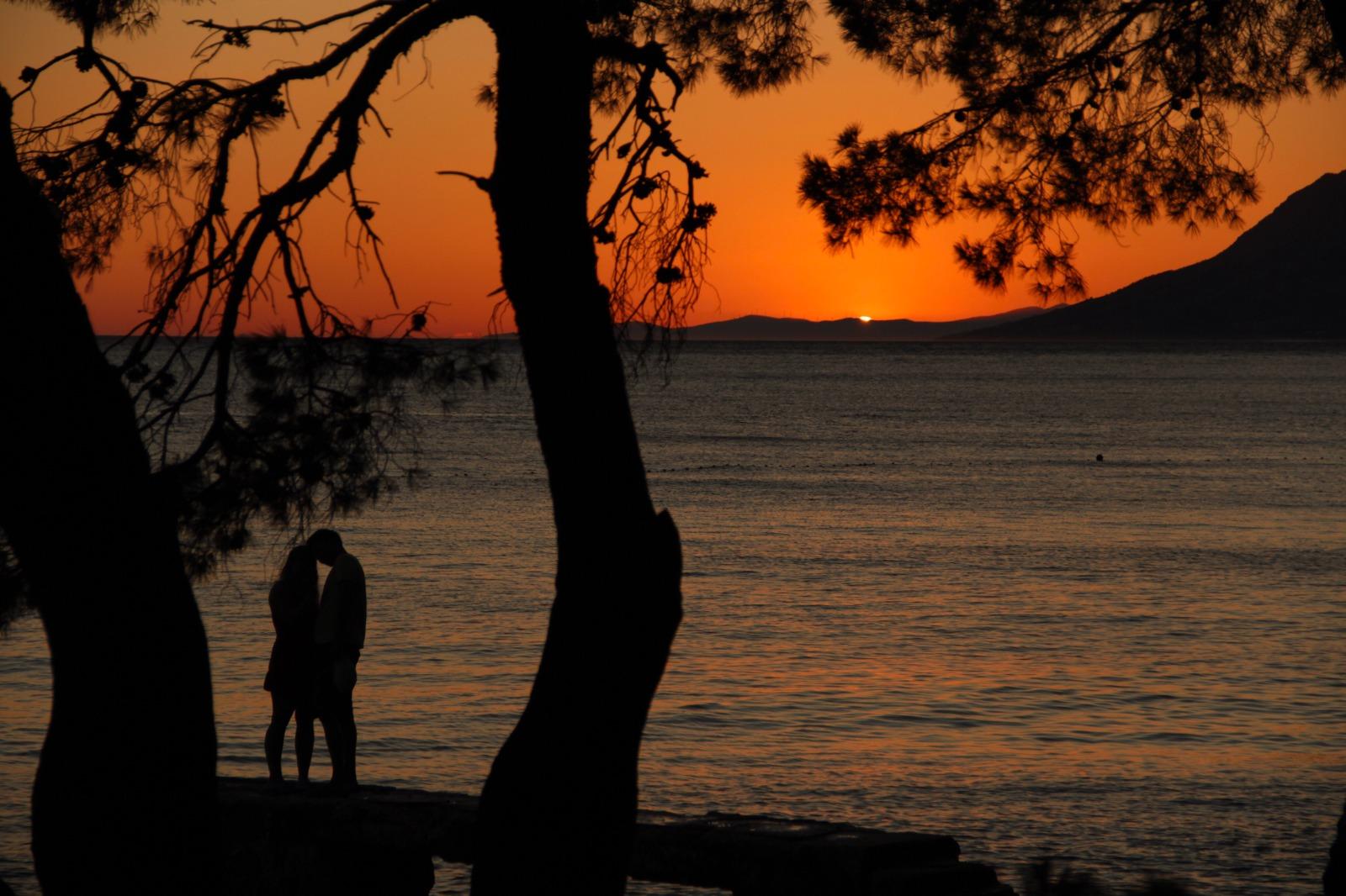 Aşkım Ebedidir Erecek Sanma Zevale - Yaşar Nezihe Bükülmez