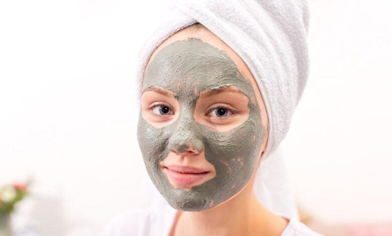 Çilek ve Kil Maskesi Nasıl Yapılır