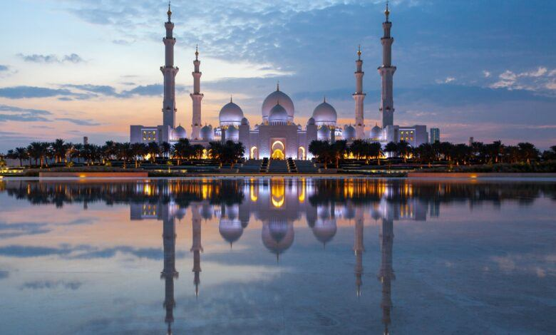 """Dünyanın En Büyük Camisi """"Şeyh Zayed Camii"""""""