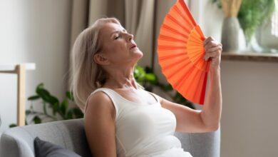 Menopoz Dönemindeki Ateş Basmalarına 3 Doğal Çözüm